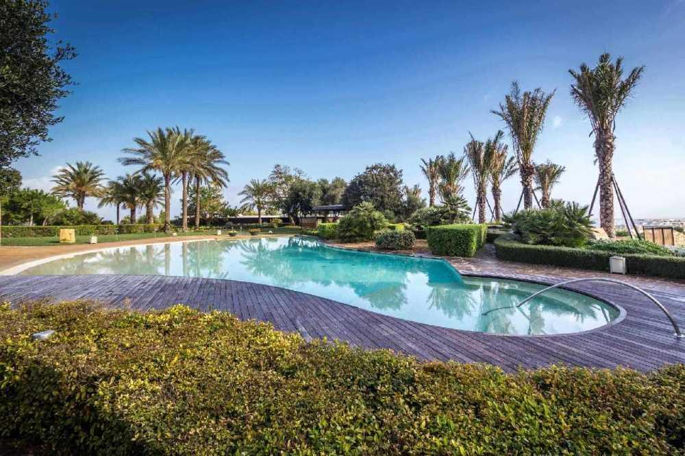 Luxury pool Real Estate in Malta